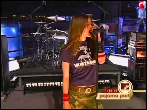 Avril Lavigne - Losing Grip (MTV New Years Pajama Party 2003)