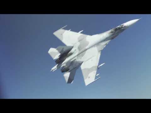 «Опасные действия русских пилотов»: Пентагон показал видео перехвата Су-27 стратегического бомбардировщика B-52