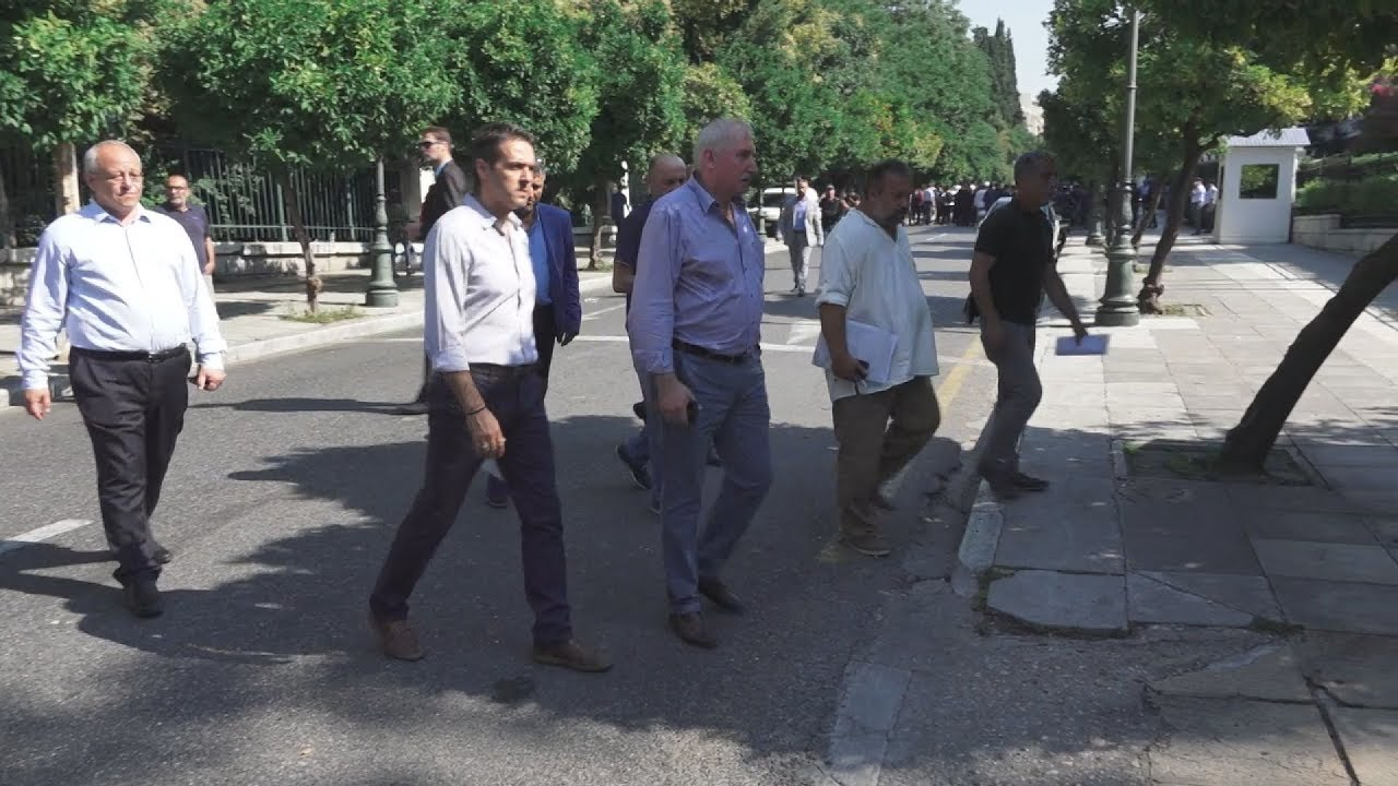 Ενταση έξω από το Μέγαρο Μαξίμου λίγο πριν τη συνάντηση Τσίπρα – ΠΟΕ-ΟΤΑ