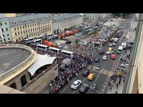 Συλλήψεις στην διάρκεια διαδήλωσης υπέρ του δημοσιογράφου Ιβάν Γκολουνόφ…