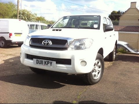 2011 TOYOTA HILUX REVIEW