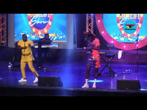 Fan challenges Akpororo to dance contest at Easter Comedy Show 2019