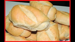 Neste vídeo você aprendera a fazer um pão francês muito gostosoe saberá também minha opinião sobre esta receita se vale a pena fazer em casa ou não com dicar importantes sobre a massa e de como fazer a fermentação do pão vale a pena você ver o vídeo até o final Ingredientes :600 gr ou 5 xícara de chá de farinha de trigo10 gr de fermento biológico seco1 colher de sopa de açúcar1 colher de chá de sal1/2 copo de óleo 350 ml de água gelada com gelo