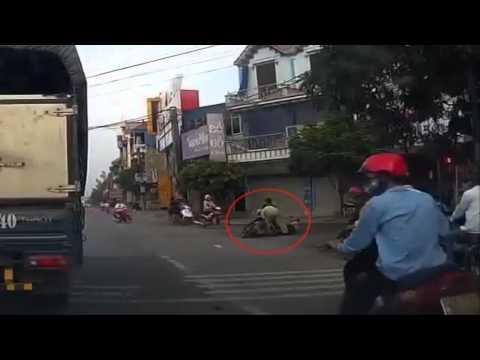 10 kiểu đi xe máy sai gây tai nạn (p.1)
