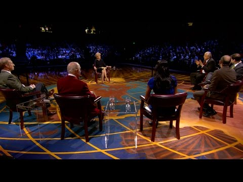 Lesley Stahl moderates roundtable discussion