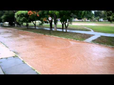 Chuva em Nacip Raydan