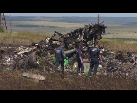 access - CNN's Phil Black reports from the crash site of MH17 where search teams work under the watchful eye of separatists. More from CNN at http://www.cnn.com/ To license this and other CNN/HLN content,...