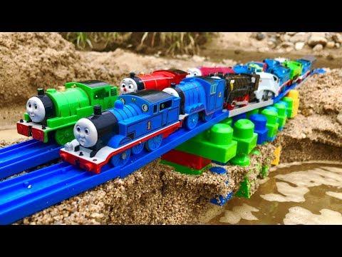 きかんしゃトーマスプラレール 橋や線路をブロックで作る!Th …