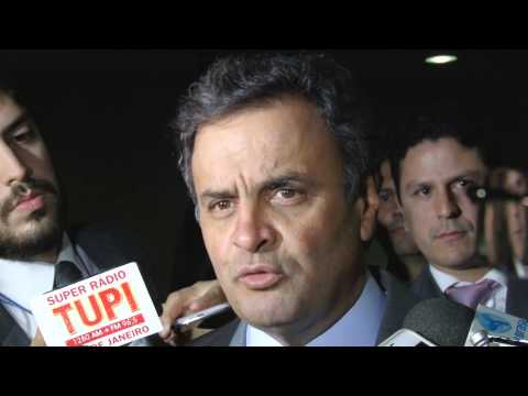 Senador Aécio Neves, confirma permanência de José Serra no partido