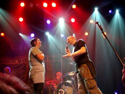 Lifehouse-Guy asks his girlfriend to marry him[Melkweg Rabozaal Amsterdam 02-24-10]
