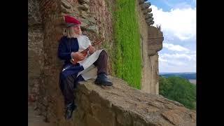 Video Derias z Deloraine jamuje na hradbách Percival, Zaklínače a Yenn