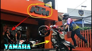 Video Motor YAMAHA Wheelie Depan Dealer KTM MP3, 3GP, MP4, WEBM, AVI, FLV Februari 2019
