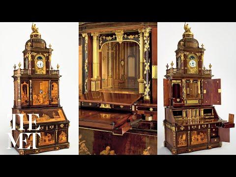 二百年前華麗的國王古董書桌看起來沒什麼特別,但是鑰匙