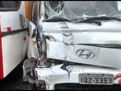 Vídeo Acidente na ERS-130 interrompe trânsito