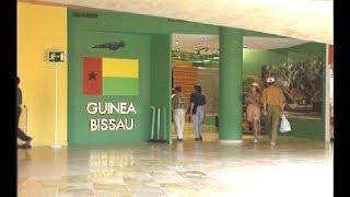 1992: 13 de julio. Día de honor de Guinea Bissau. El pabellón de Guinea Bissau se encuentra en el pabellón conjunto de Plaza...