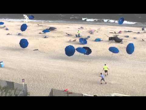 """""""la danza degli ombrelloni"""" in una spiaggia ad ocean city"""
