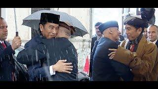 Video Sampai Dipeluk Berkali-Kali, Pemimpin Afghanistan Terharu Dikunjungi Presiden Jokowi MP3, 3GP, MP4, WEBM, AVI, FLV Juli 2018