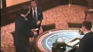 Легендарное видео из казино - мужик лошит персонал