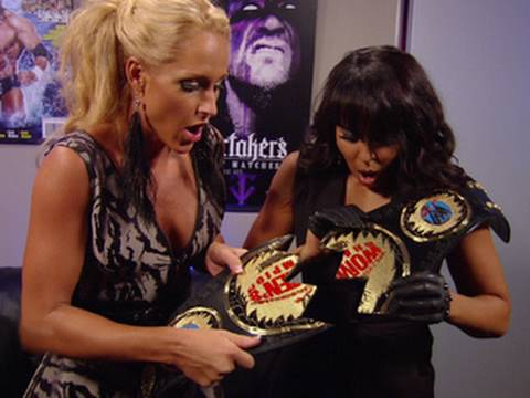 SmackDown: Layla and Michelle turn Championship into a giant B.F.F. charm