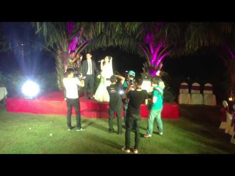 Ca sỹ Thu Thuỷ hát trong đám cưới