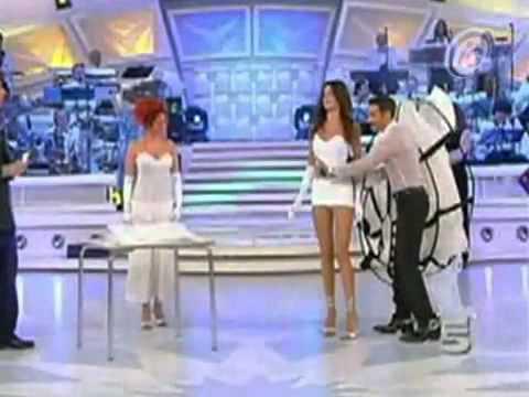 Tv Curiosa Presentadora Muestra M S De Lo Que Deb A
