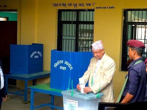 केपि ओलिले यसरि भोट हाले अनि येसो भने । KP Oli voting at Balkot polling staion Bhaktapur