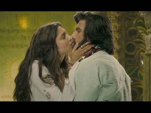 Video Sexy kiss between Deepika Padukone & Ranveer Singh download in MP3, 3GP, MP4, WEBM, AVI, FLV January 2017