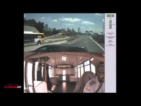 Wypadek autobusu na autostradzie z trzech różnych kamer