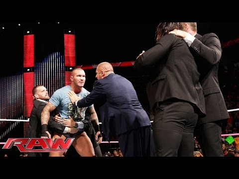 Raw - An incensed Viper gets his hands on Seth Rollins. SEE FULL RAW results from this show with videos – http://bit.ly/raw1013 More ACTION on WWE NETWORK : http://bit.ly/1u4pM74 Don't forget...