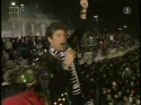 David Hasslehoff sings at the falling of the Berlin Wall
