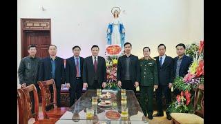 Đồng chí Nghiêm Xuân Cường, Tỉnh ủy viên, Bí thư Thành ủy chúc mừng giáo xứ Trạp Khê