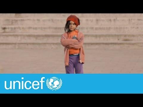 6-летняя девочка показала, как сильно зависит мнение людей от одежды, которую мы носим