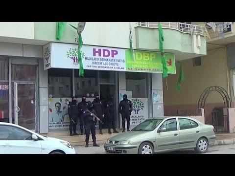Μπαράζ συλλήψεων μετά το αιματηρό χτύπημα έξω από το γήπεδο της Μπεσίκτας