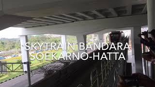 Satu trainset kereta tanpa awak atau skytrain diuji coba di Terminal 3 Bandara Soekarno-Hatta, Tangerang, Selasa (15/8/2017). Rencananya, skytrain akan beroperasi penuh pada 17 September 2017 mendatang sehingga penumpang bisa lebih mudah berpindah dari satu terminal ke terminal lain. KOMPAS.com / ANDRI DONNAL PUTERA