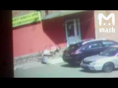 В Сети появилось видео расстрела женщины в Новокузнецке - DomaVideo.Ru