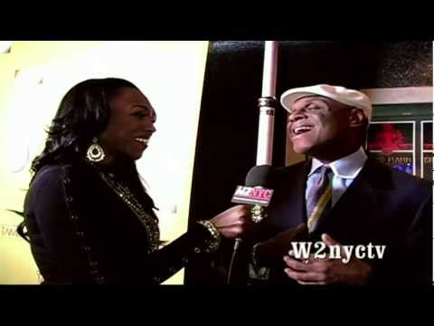 Comedian Michael Colyar cracks jokes at Lisa Raye's TAN RED CARPET!