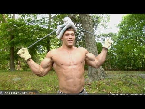 19-Year Old Bodybuilder Erik Bends 5/8