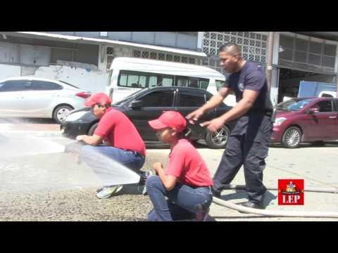 Futuros bomberos en la Brigada Infantil