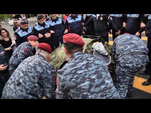 Ոստիկանությունը հեռացրեց Ֆրանսիայի հրապարակում անսպասելի բացված վրանը - DomaVideo.Ru