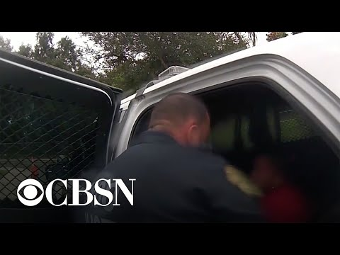 Video - Σάλος στις ΗΠΑ: Αστυνομικός περνάει χειροπέδες σε 6χρονη