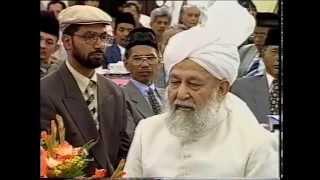 Kunjungan Khlalifah Islam Ahmadiyah ke Indonesia tahun 2000   English
