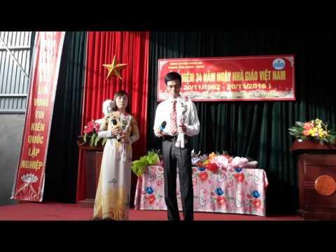 Tiết mục văn nghệ của thầy Đoàn Xuân Đằng và cô Nguyễn Thị Hiên