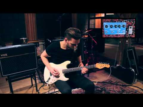 Kasper Falkenberg, one of Denmark's top session guitarists and excellent solo artist takes Ditto Looper through it's paces at Medley Studios in Copenhagen. he combines it with a Flashback X4 Delay for some sweet soundscapes!