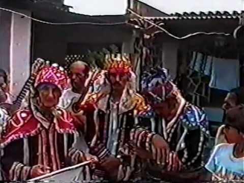 Folia de reis em Minas Gerais - Saudosa folia de reis da cidade de Santana de Pirapama em MG,na década de 1980. Meu avô Sergio Falcão se caracterizava de um dos reis magos. Muita saudade .....