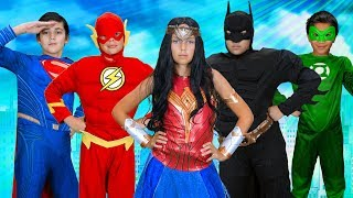 Justice League Finger Family | Finger Family Fun House | WigglePop