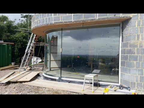 Ness Point house - lifting of curved glass unit