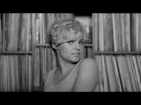 Tekst piosenki Ania Dąbrowska - Znowu przyszło lato po polsku