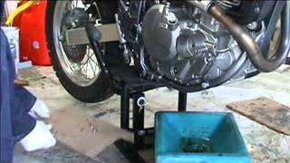 9. Suzuki DR650 NSU Screw Check.wmv