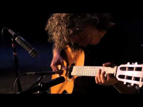 Pat Metheny - And I Love Her (The Beatles) - YouTube
