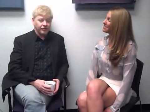 Ashlee interviews actor Dave Foley